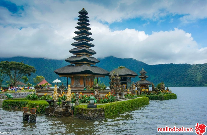 Đền nước nổi tiếng ở Bali