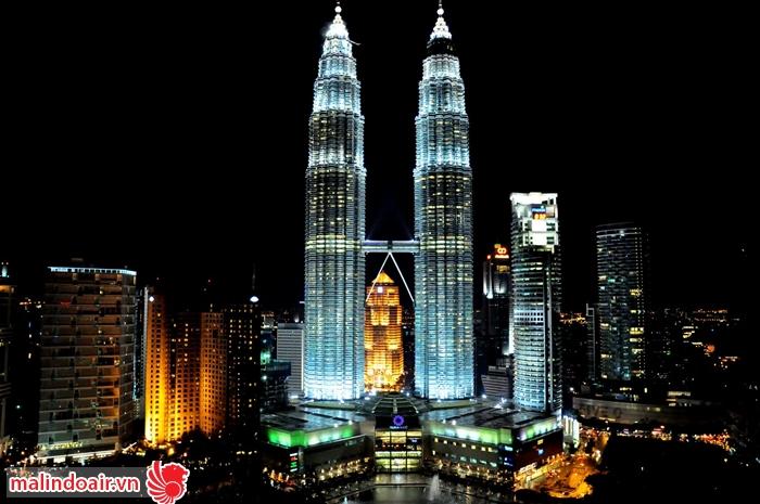 Tháp sinh đôi Petronas Twin Towers