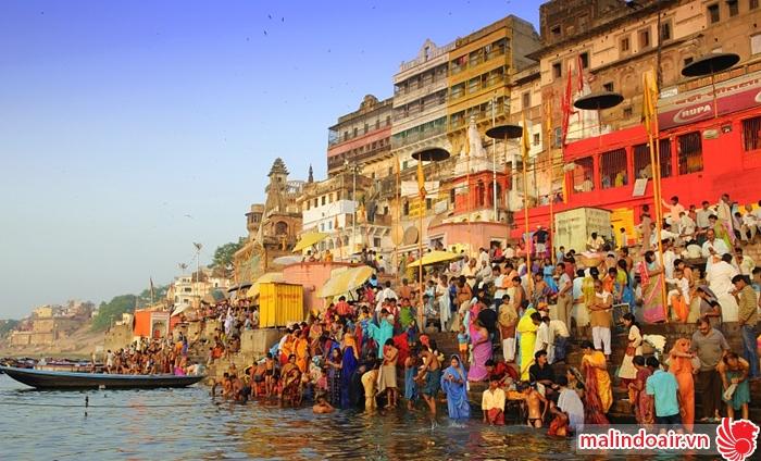 Khám phá cuộc sống của người dân bên bờ sông Hằng chảy qua Varanasi