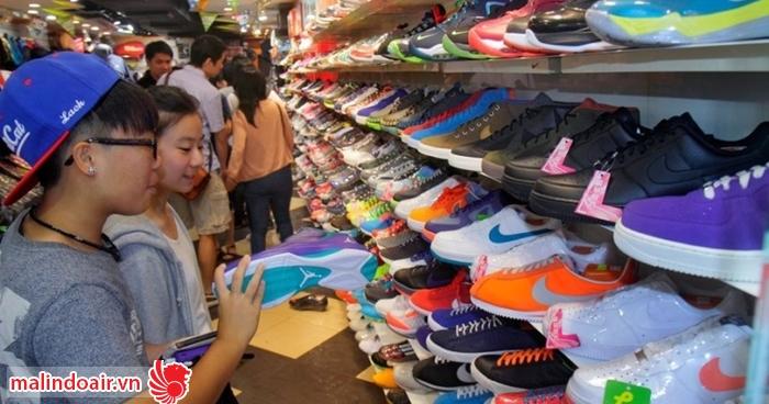 Khu chợ Fa Yuen bán chủ yếu là giày dép