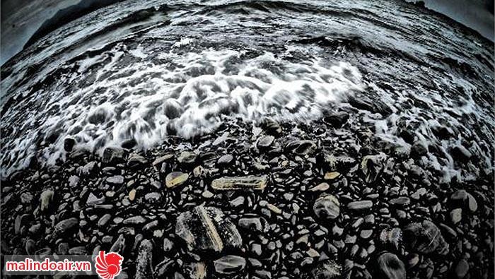 Bãi biển đá đen tuyệt đẹp ở Thái lan