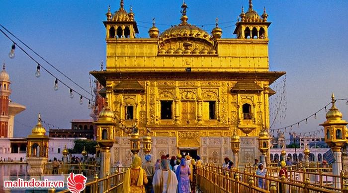 Ngôi đền được dát vàng, mang vẻ đẹp cực chói lóa