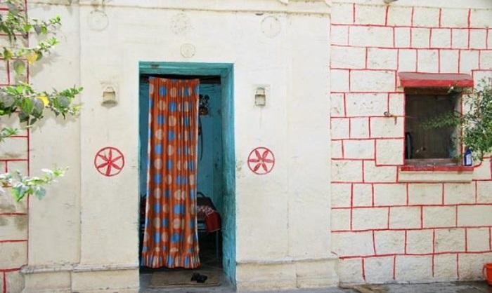 Những tấm rèm được dùng để thay thế cửa
