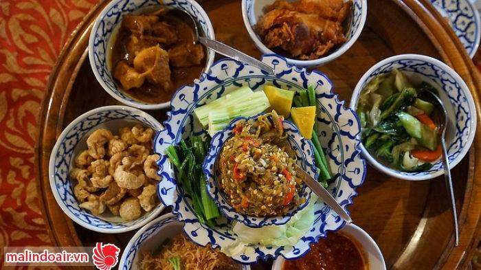 Miền Bắc món ăn thường nấu chín tới và gia vị khá nồng