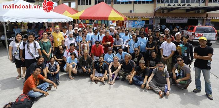 Rất nhiều nghệ sĩ quốc tế đã đến tham gia tổ chức Festival của làng chài