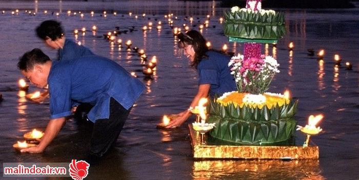 Những ước nguyện của người dân được gửi gắm qua những ngọn đèn