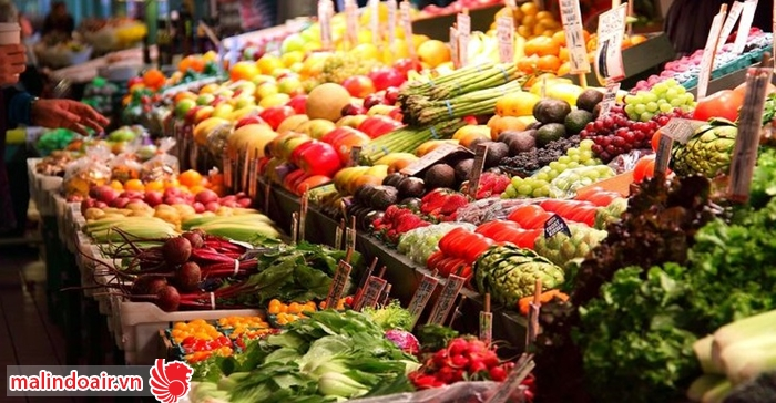 Khu chợ với bạt ngàn các loại trái cây màu sắc
