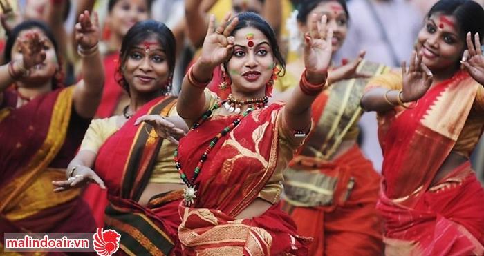 Rất nhiều các hoạt động tín ngưỡng được biểu diễn trong lễ hội Ganesha