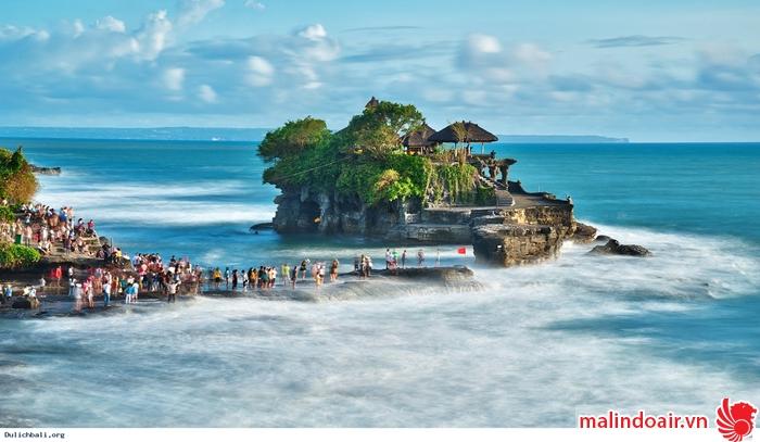 Du khách đến thăm đảo Ba Li