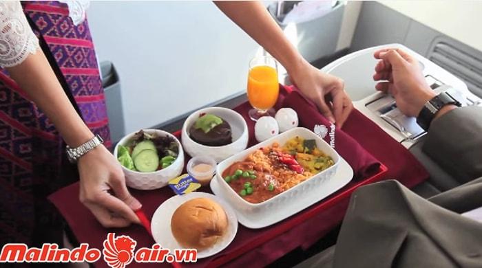 Phục vụ các món ăn và đồ uống hoàn hảo