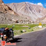Đường nhựa vô cùng hiếm hoi ở Ladakh