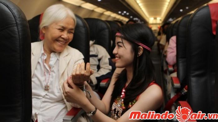 Lưu ý dành cho người lớn tuổi khi đi máy bay