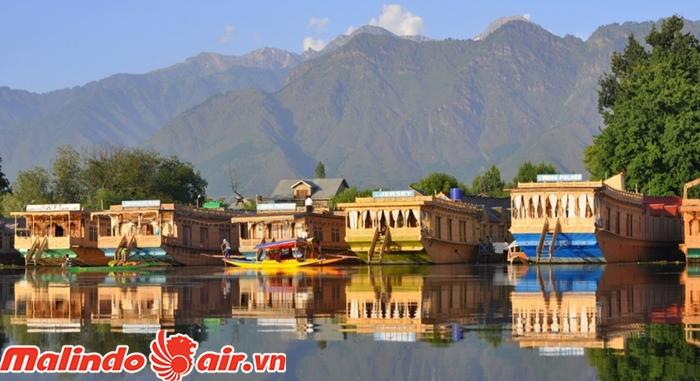 Nhà thuyền là đặc trưng ở Srinagar