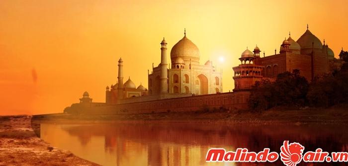 Đền Taj Mahal hùng vĩ trong ánh hoàng hôn