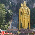 Bức tượng khổng lồ cùng 272 bậc thang cheo leo tại động Batu