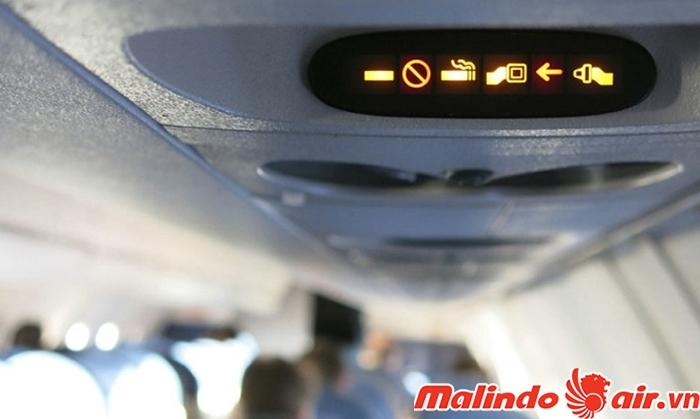 Được phép mang thuốc lá khi đi máy bay nhưng không được hút