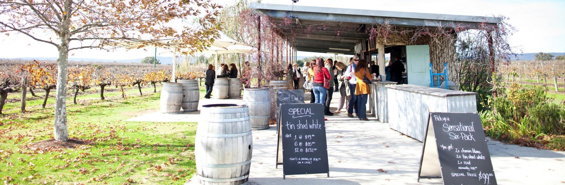 Thưởng thức rượu vang ở thung lũng Swan